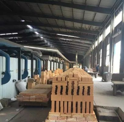 China Industrial Magnesite Furnace Refractory Bricks High Heat For Furnace Slag Zone Purging supplier